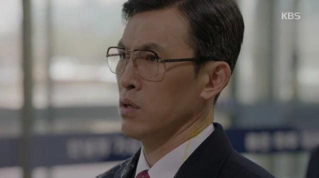 チェ・ヒョンジュンが出勤すると、遠くから卵が投げてきてチェ・ヒョンジュンに辞退する事と露店の主人達が抗議をします。