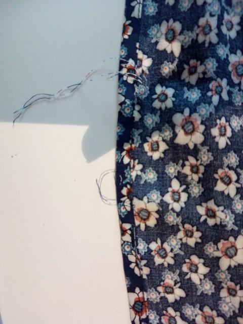 マキシ丈スカート横の縫い目