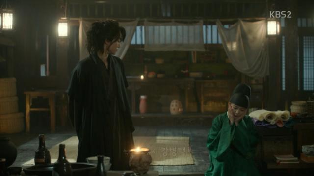李・旲とkiss後ジャヒョンダン(資泫堂)に戻って来たラオンは、キム・ビョンヨン(グァクドンヨン)に李・旲(パク・ボゴム)が女性を好きになったことがあるかどうか聞きます。