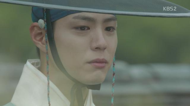 李・旲は母の墓に行って母の死を回想しながら涙を流します。