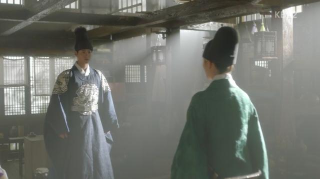 李・旲はラオンの話に何かを決心したようにジャヒョンダン(資泫堂)に行って、ラオンを会いに行きます。