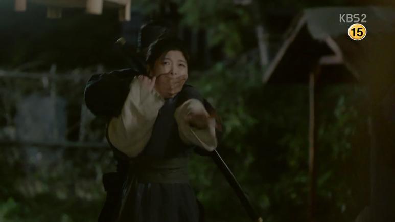 ラオンは刺客に拉致される危機に迫りますが、ビョンヨンに助けられます。