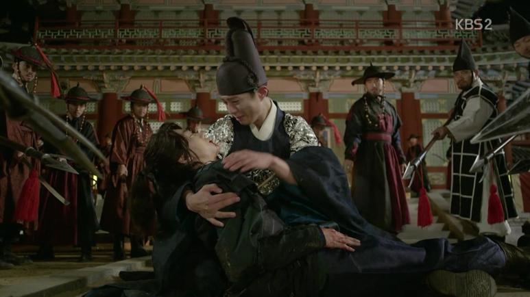 ビョンヨンはイヨンの前で弓に刺されて倒れてしまいます。