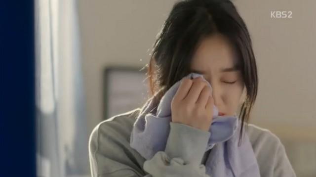 ナリは家で一人。。。。。泣いています