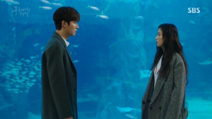 勝手に水族館へ入ったことで安全要員たちから逃げてる人魚をジュンジェは臨機応変で助けてあげます。