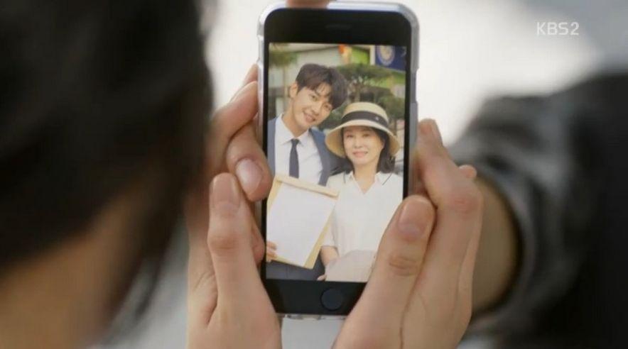 コ・ナンギル(キム・ヨングァン)と母親が婚姻届を出した記念写真を見てホン・ナリ(スエ)は現実を素直に受け入れません。