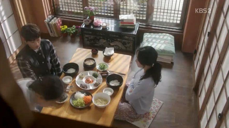 ナリ(スエ)はナンギル(キム・ヨングァン)と一緒に食事をしながら苦しい本音を言います。