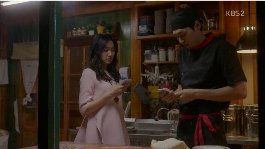 ナリは仕事の関係でソウルへ行くつもりです。  行く前に新しいお父さんであるナンギルの電話番号を聞きます。