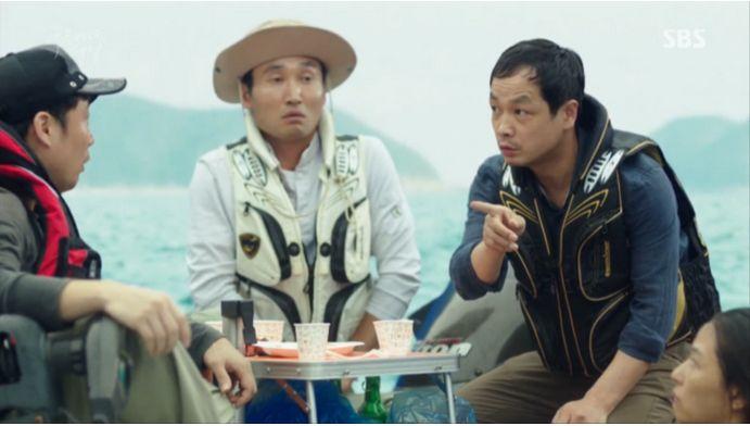 驚いたおじさんたちは泳いでいくの?ここは済州島だよ!!