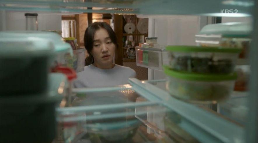 冷蔵庫を開けたナリはきれいに整理されてる冷蔵庫の中を見て昔の事が思い出します。