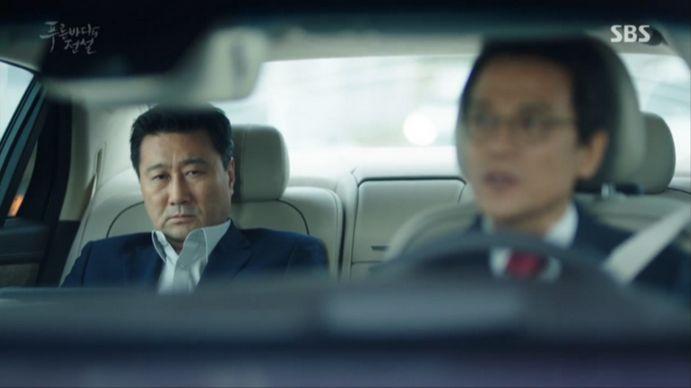 会社へ出勤するジュンジェの父は秘書にジュンジェの安否をききます。