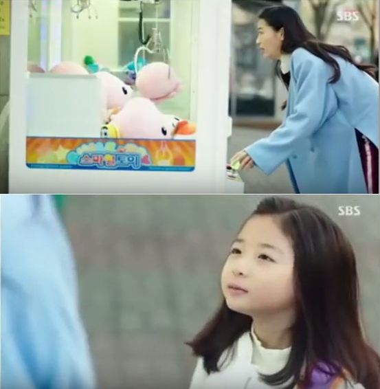 ユナは学校へ行かずUFOキャッチャーするシム・チョンと会います。