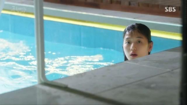 男3人が出かけた後、シム・チョンはのんびり泳ぎましたが、あらま!