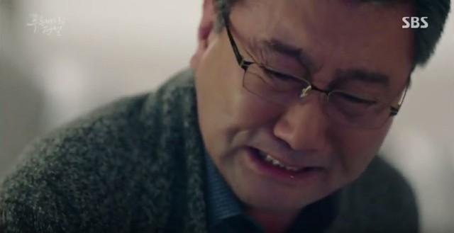 泣いてるジュンジェ父