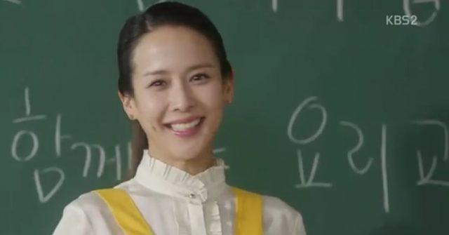 学校のジヌクのお母さんふりをするイ・ウニ