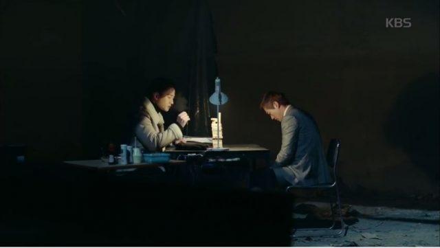 グンサン警察署へ連れていかれると思ったキム課長は怖い雰囲気の地下室でソ・ユルを向かい合います。