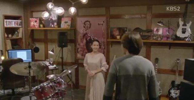 ウニはジョンヒに3階の部屋をまた見せます。