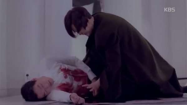 シャロンの銀粧刀に刺され致命傷を負ったムン・スホ