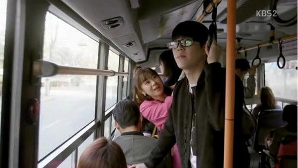 ノリャンドン行きバスに乗ったソルオクはある男性に興味を持ちます。