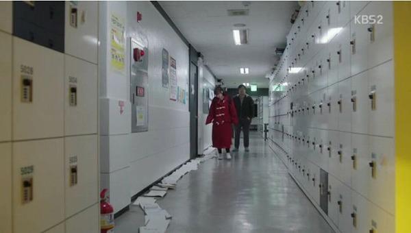 塾に向かったソルオクは場所取りの為に並んであるノートをみて驚きながら自分も並びます。