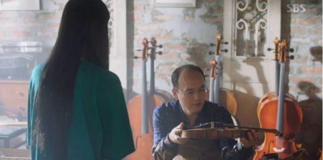 ウ・ソリはバイオリンを直しに行きますが、修理代は200万ウォン!!