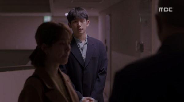 ユ・ジホは「今日は急な事で不快な事かも知らないので、次回正式に挨拶出来る機会をいただきたいです」と挨拶を渡しました