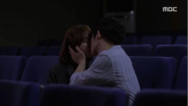 kissするジホとジョンイン