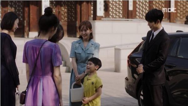 ユ・ジホ、イ・ジョンイン、ジョンイン母、イ・ソイン、イ・ジェイン、ユ・ウンウ六人が一緒に食事をしました。