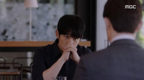 ユ・ジホはチェ・ヒョンスから「ジョンインさんと終わったの?クォン・キソクが知っていたけど?」という電話を受けて、クォン・キソクに会いに行きました。