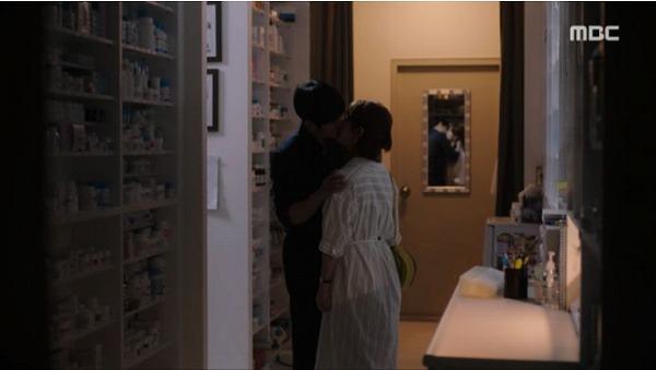 ユ・ジホはイ・ジョンインに口付けの薬で自分の心を伝えました。