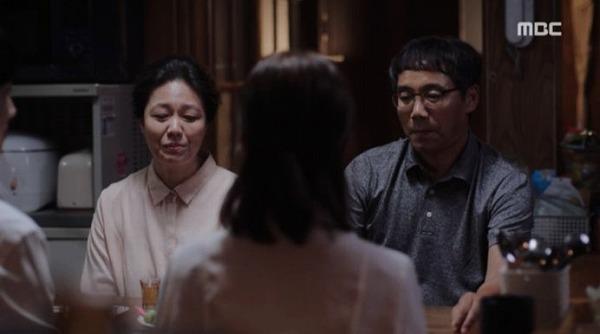 ジョンインはジホの父母とお酒を飲みながら心配しないでと安心させました