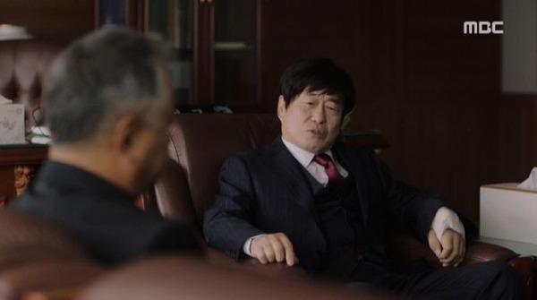 クォン・キソクの父クォン・ヨンクックは、ジョンインの父に取締役を提案しました。