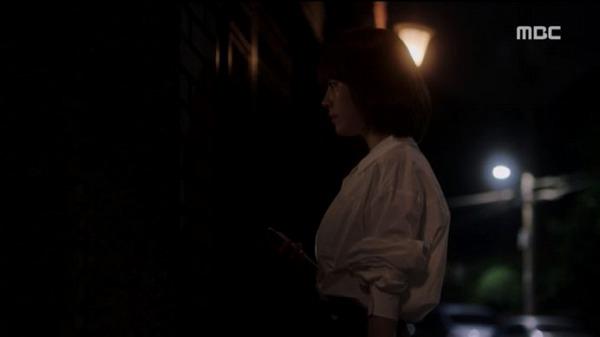 クォン・規則が自分の父と会っている事を聞いたい・ジョンインはジソクの父に訪ねて行きます。