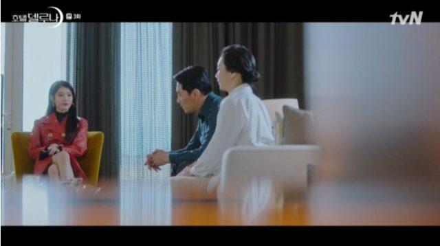 チャン・マンウォルは、キム・ユナの親に唯一の証拠のネックレスを見せてくれて、 娘の過ちを明らかにし、死んだ魂に謝罪するか、証拠のネックレスをなくすか!の選択肢を与えました。
