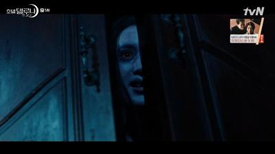 ク・チャンソンを外に出さした後、 13号室の幽霊を再にクローゼットに帰らせようとしました