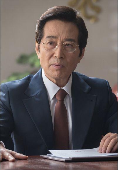 ジョン・クックピョ(정국표)役ーペク・ユンシク(백윤식)